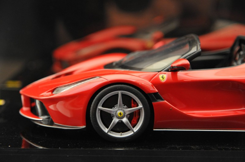 Ferrari_Aperta_Geneva_kjc27b62ad9e9c2f49.jpg