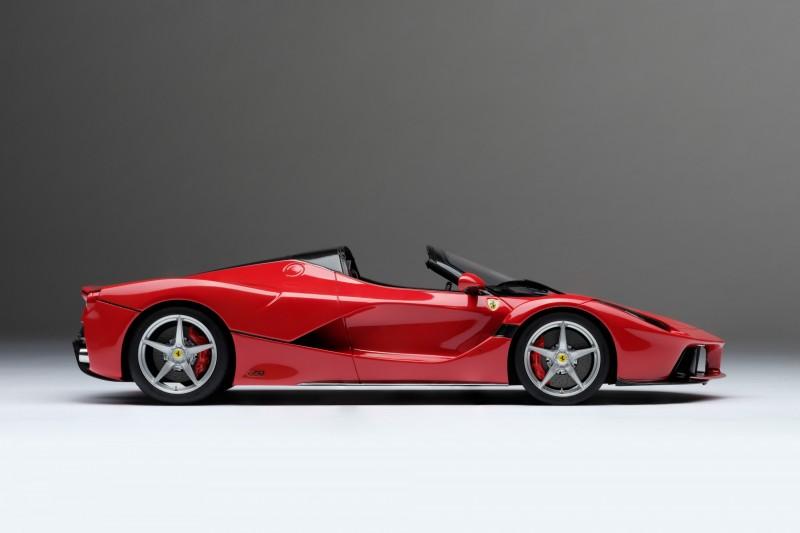Ferrari_LaFerrari_Aperta_Amalgam_M5905_oee7cbaa50fd58a4b.jpg