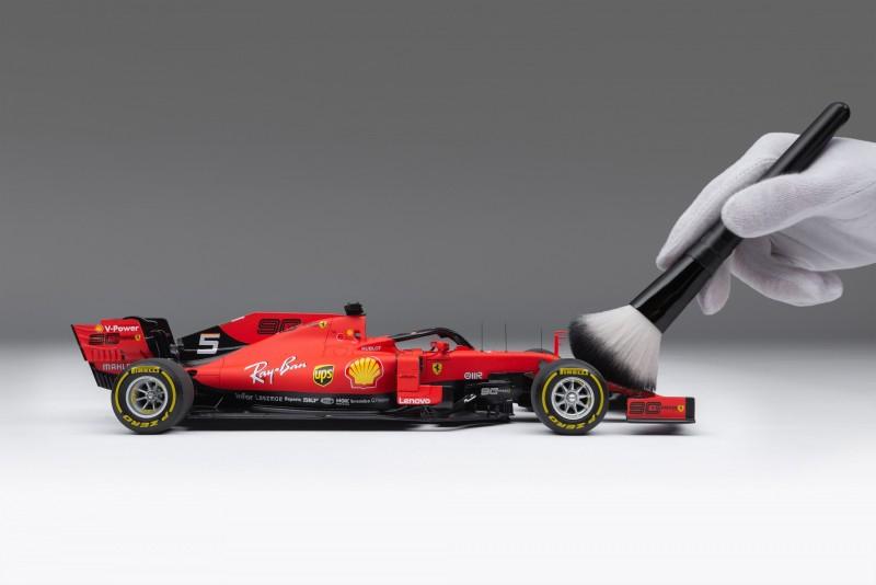 M6035-VET-1_-_Ferrari_SF90_F1_1.18_Scale_Driver_5_Vettel_-_With_Brush_4000x2677_crop_center2f65e0701e0bc82b.jpg